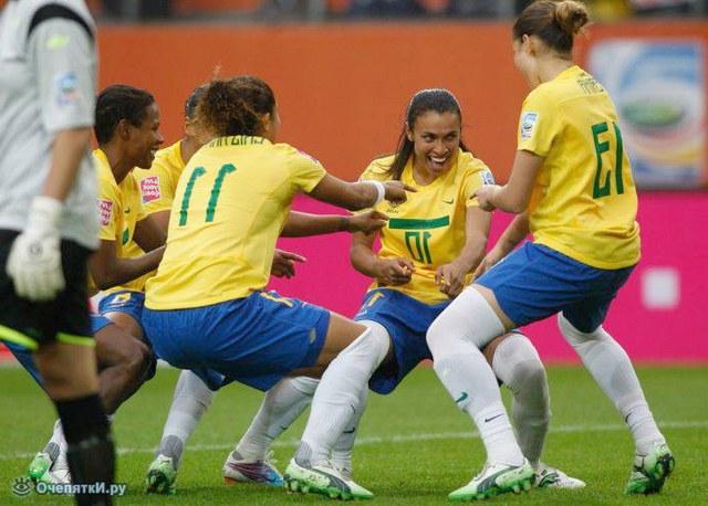 Как женщины играют в футбол